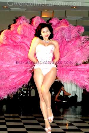 Gwendoline Lamour pink ostrich feather fans